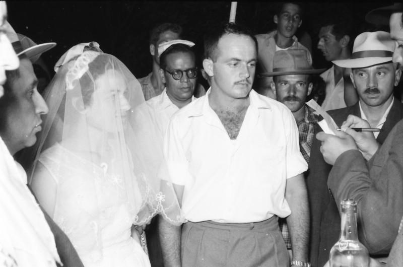תמונה 17- 1210 -ג'ש 1960-5-בחתונה של איציק מילר (יסעור) ורחל-מאחור-יעקב פט