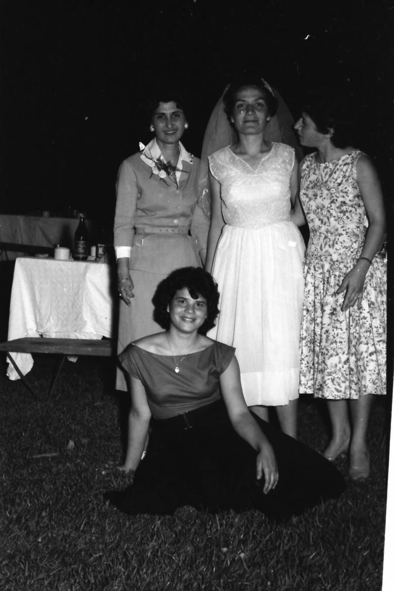 תמונה 18- 1210 -ג'ש 1960-5-בחתונה של איציק מילר (יסעור) ורחל