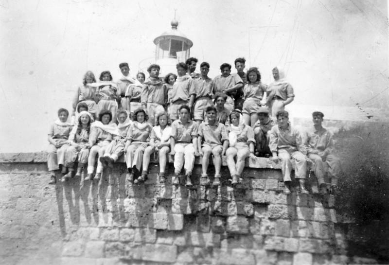 תמונה 20 -946 -ג'ש 1948-52-קב' יסעור בטיול-מבצר עכו