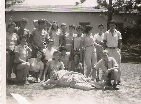 קבוצת צאילים עם המחנכת תמר
