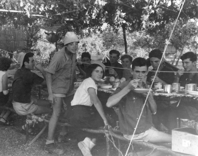 תמונה 30- 1095 -ג'ש 1955-8-נתן בלאנש ונערי קבוצת כפירים