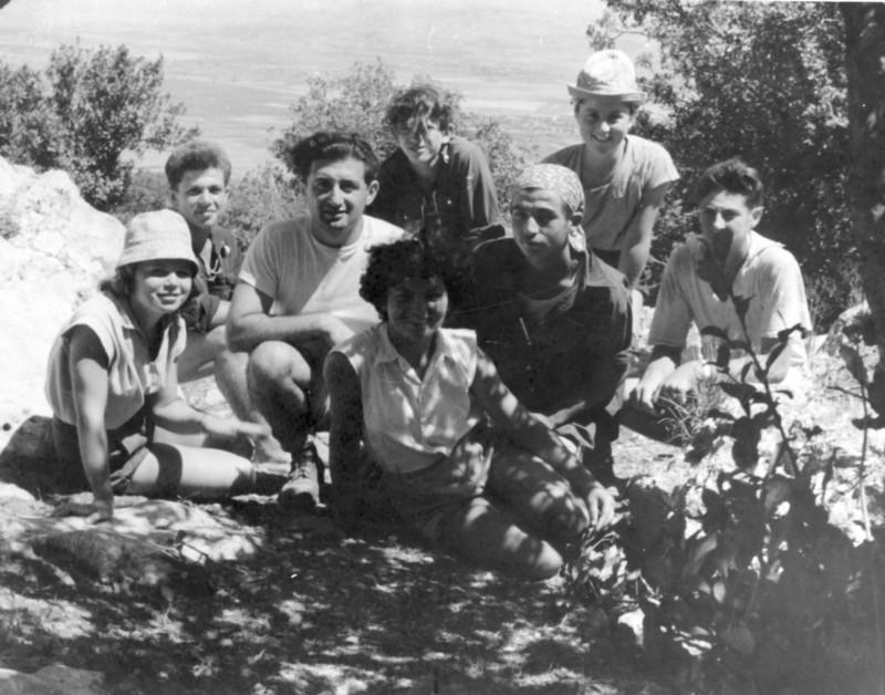 תמונה 32- 1095 -ג'ש 1955-8-מתתיהו מינץ - למעלה שני משמאל - ונערי קבוצת כפירים