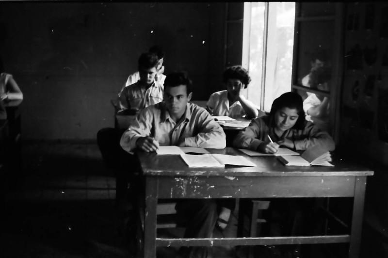 תמונה 2- 646 - ג'ש 1957-קב' ארז בכיתה-יעל טל