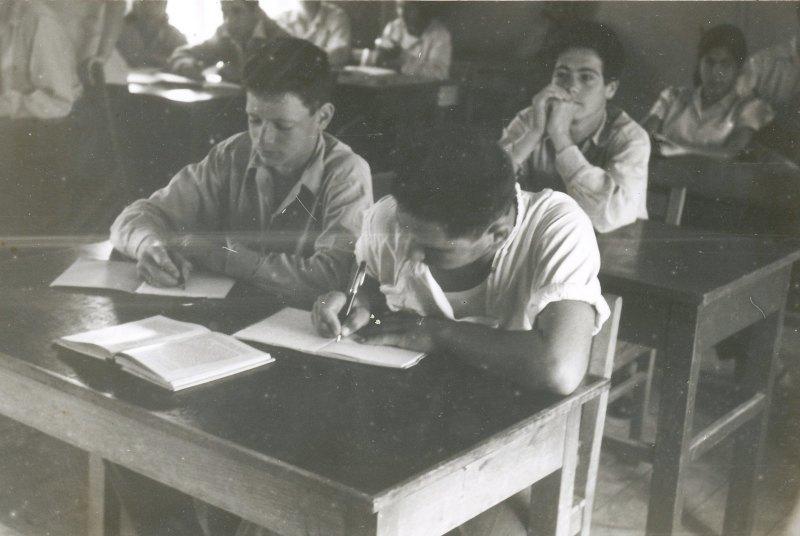 תמונה 2- 908 -ג'ש 1955-קב' ארז-בכיתה-גידי סגל