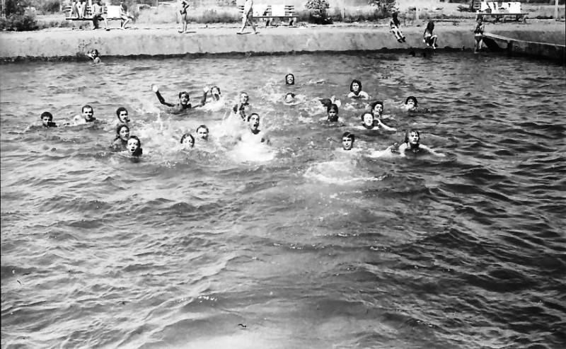 תמונה 6- 611 -ג'ש 1955-קב' ארז-בבריכת השחייה במוסד