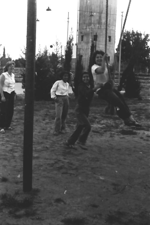 תמונה 6- 646 - ג'ש 1957-קב' ארז במגרש ספורט