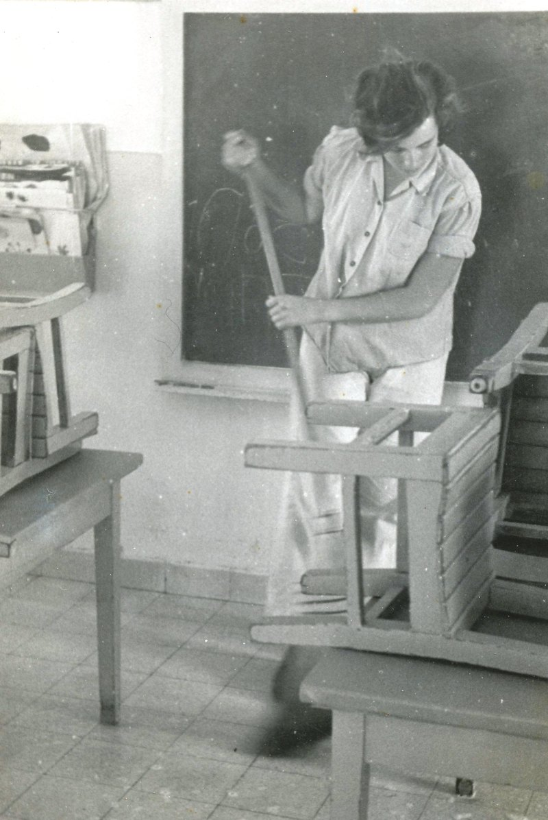 תמונה 9- 908 -ג'ש 1957-קב' ארז-ישראלה פינסקי תורנית בכיתה