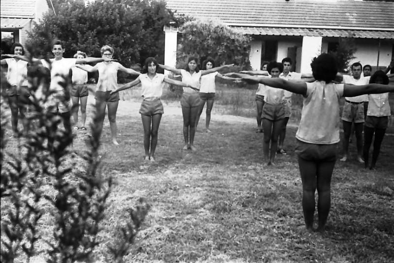 תמונה 10- 611 -ג'ש 1955-קב' ארז-התעמלות בוקר-רינה