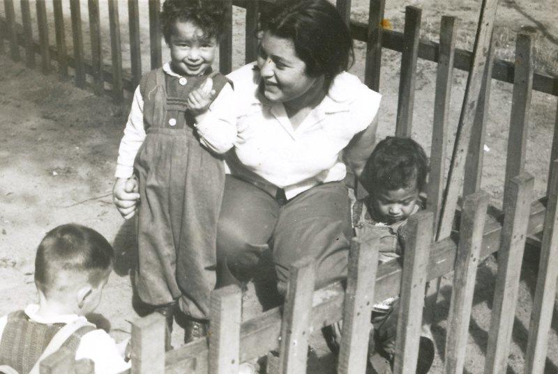 תמונה 10- 908 -ג'ש 1957-קב' ארז-רינה כץ בפעוטון-נתי פגי-גולדשטיין