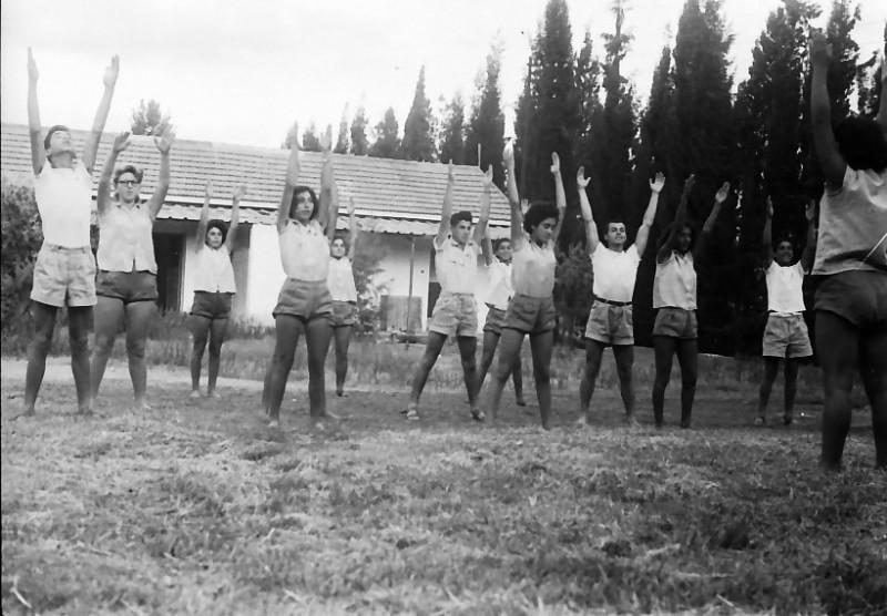 תמונה 12- 611 -ג'ש 1955-קב' ארז-התעמלות בוקר