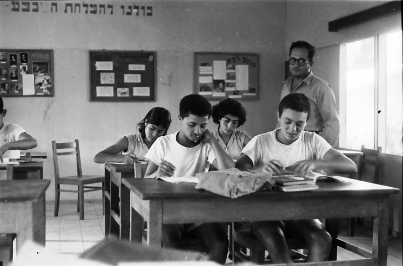 תמונה 15- 611 -ג'ש 1955-קב' ארז-בכיתה-יהודה ניר המורה