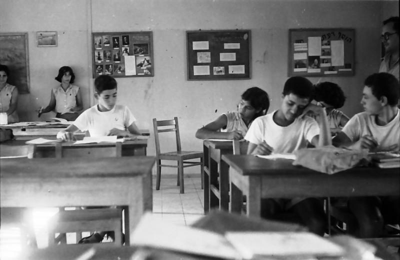 תמונה 16- 611 -ג'ש 1955-קב' ארז-בכיתה-יהודה ניר המורה