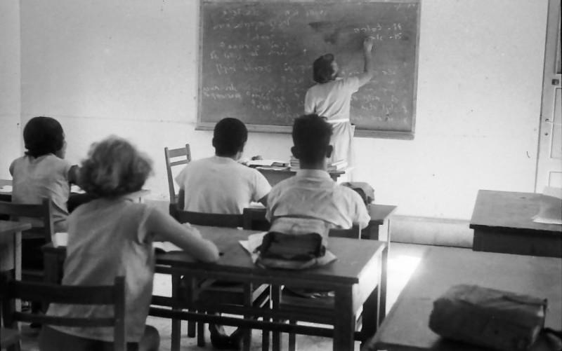 תמונה 18- 611 -ג'ש 1955-קב' ארז-בכיתה-שרה שפירא המורה
