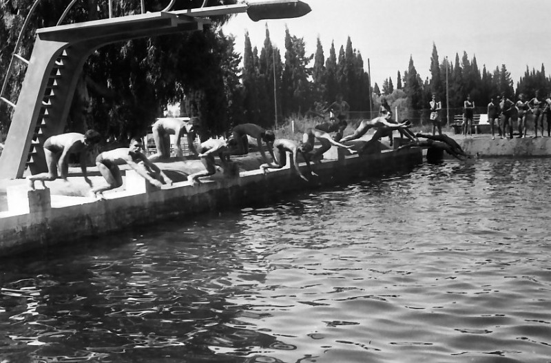 תמונה 22- 611 -ג'ש 1955-קב' ארז-בבריכת השחייה במוסד