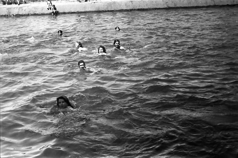 תמונה 27- 611 -ג'ש 1955-קב' ארז-בבריכת השחייה במוסד