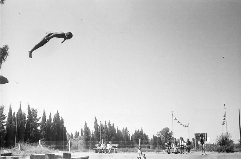 תמונה 29- 611 -ג'ש 1955-קב' ארז-בבריכת השחייה במוסד