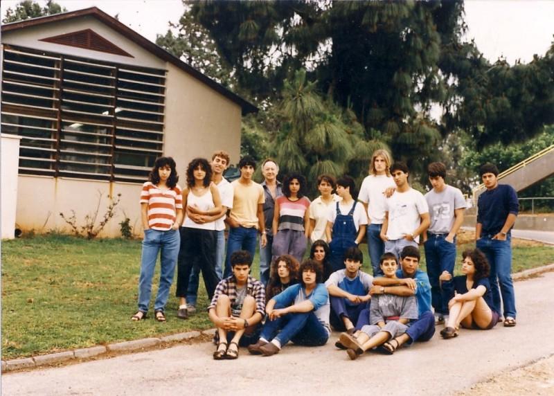 איתן גלעדי מחנך עם קבוצת 'סהר' 1985