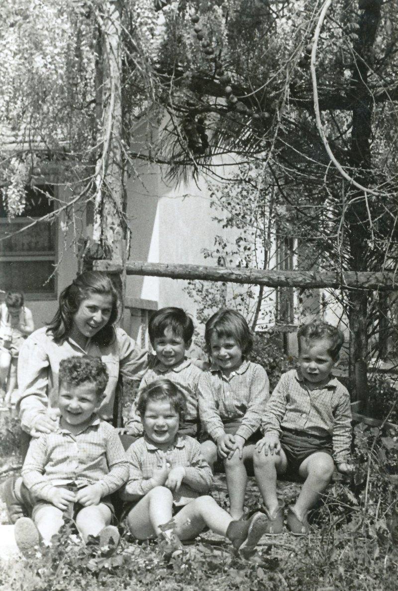תמונה 40- 908 -ג'ש 1957-קב' ארז-יעל טל בפעוטון-שמות בסכום