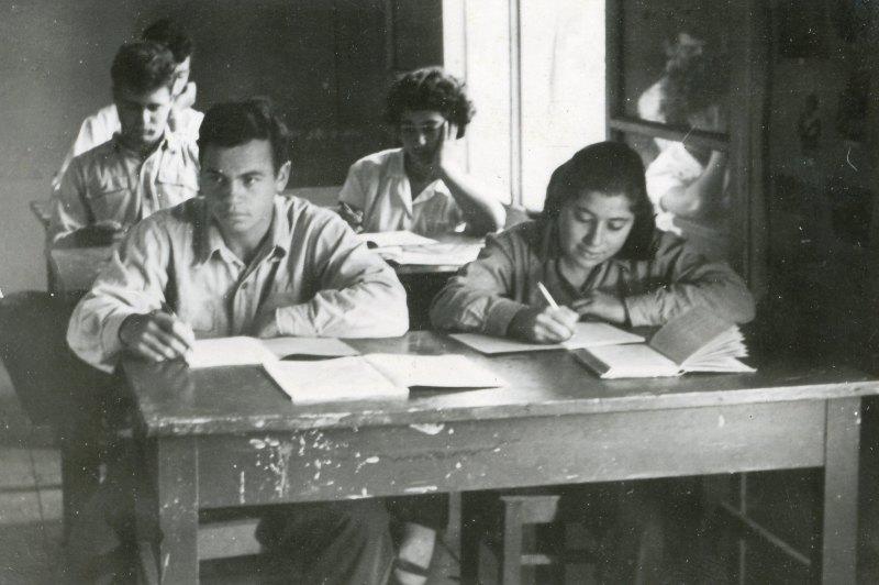 תמונה 55- 908 -ג'ש 1956-קב' ארז בכיתה-שמות בסכום