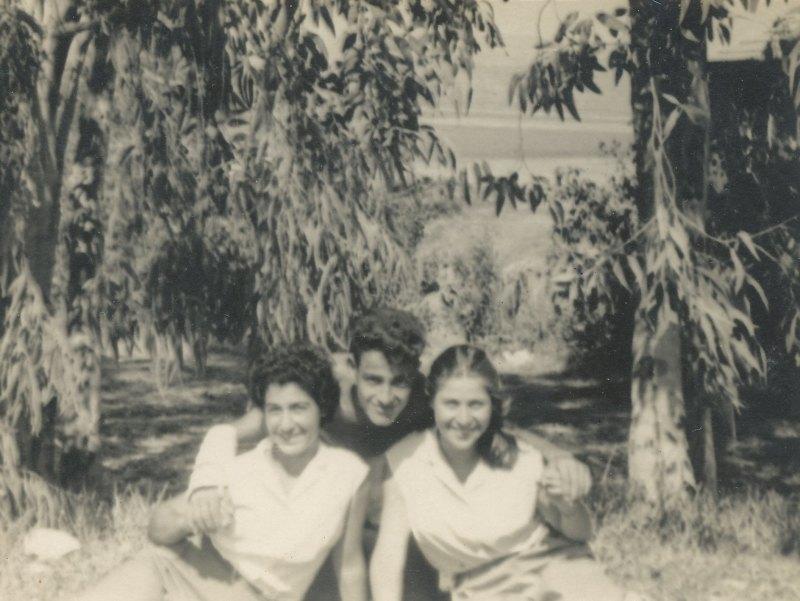 תמונה 58- 908 -ג'ש 1958-קב' ארז-יעל טל ואסתר שמיע בסער