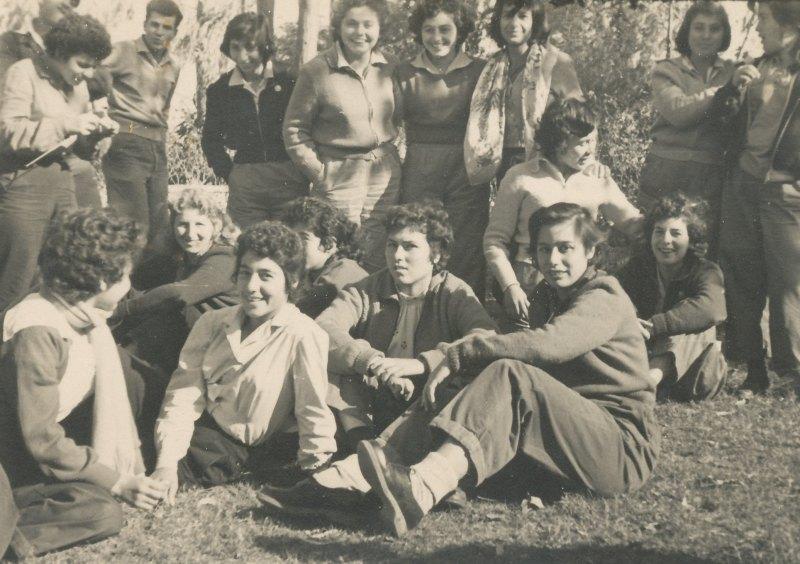 תמונה 60- 908 -ג'ש 1958-בנות קב' ארז ובנות הגרעין בסער