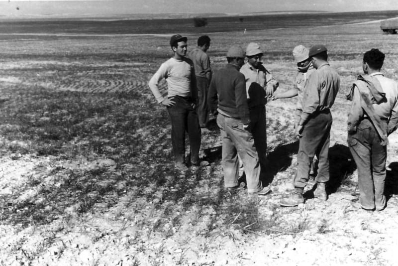 תמונה 3- 150 - בשדות הפלחה בנגב - נתן בלאנש-נשר דוד קפלן-ניצנים דניאל עמיר - שנות ה-50