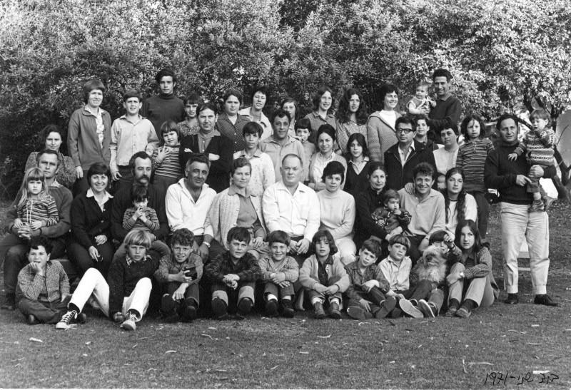 תמונה 5- 897 -ג'ש 1971-חג הקבוץ-50-יסעור ניצנים לדורותיהם-צלם-דוד שני