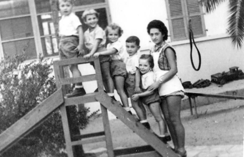 תמונה 12- 213 - בתיה ניצנים עם פעוטים