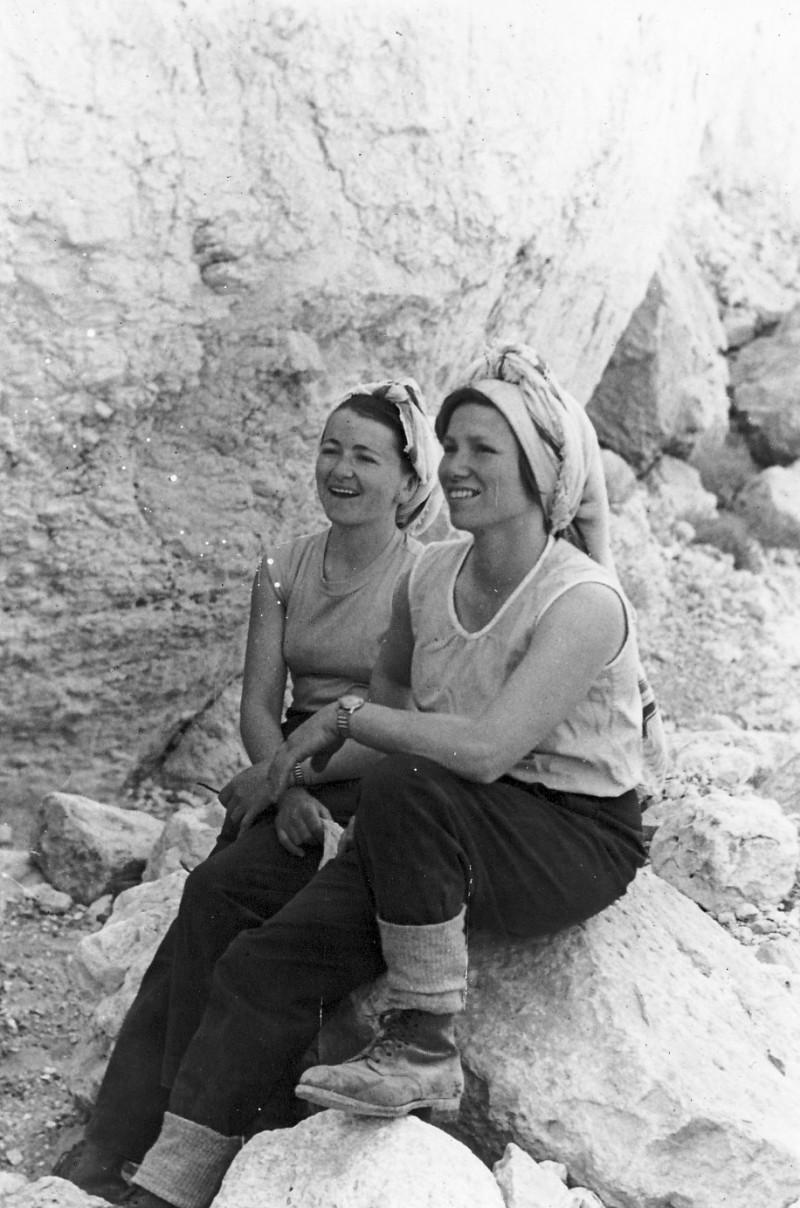 תמונה 16- 274 - טיול קיבוץ לדרום שנות ה-50 - לאה רוגל-ניצנים דינה הניג