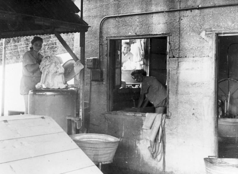 תמונה 16- 286 - המכבסה הישנה באזור מחסן האופניים של היום - לאה ניצנים 1950