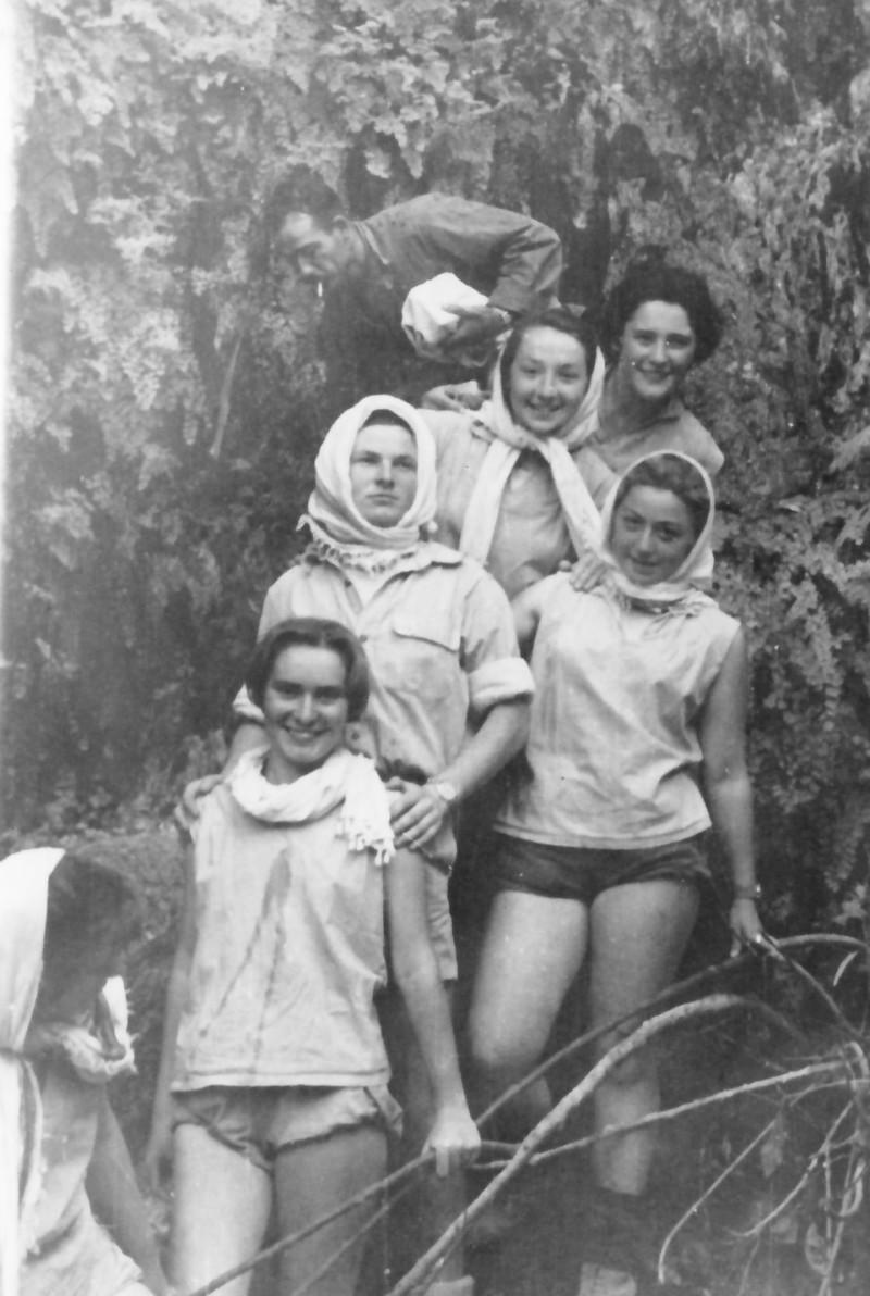 תמונה 19- 336 - בנות קבוצת שלהבת בטיול שנות ה-50