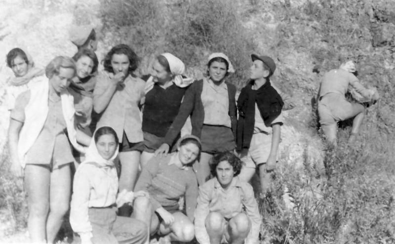 תמונה 20- 336 - בנות קבוצת שלהבת ואליעזר בטיול שנות ה-50