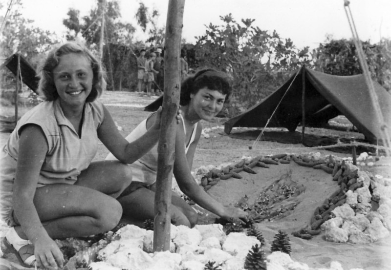 תמונה 4- 120 - בנות שלהבת - הילה ודורית וינר זל