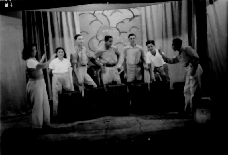 תמונה 5- 335 - הנוער התורכי בהצגת סיום שנות ה-40-50