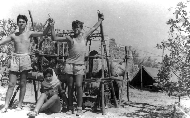 תמונה 5- 336 - חברי קבוצת שלהבת במחנה צופי שנות ה-50
