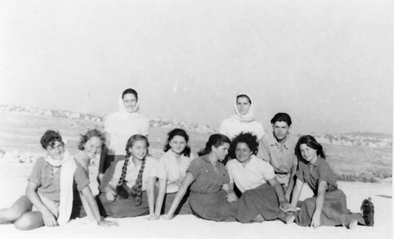 תמונה 7- 336 - קבוצת שלהבת בטיול שנות ה-50