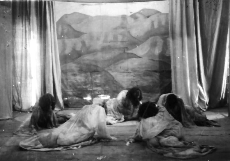 תמונה 8- 335 - קבוצת שלהבת בהצגה - שנות ה-50