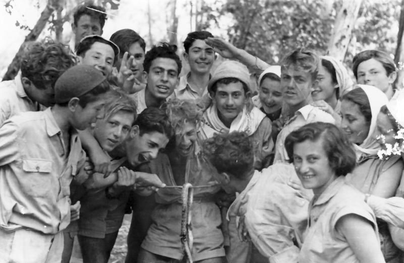 תמונה 11- 336 - קבוצת שלהבת והנחש בטיול שנות ה-50