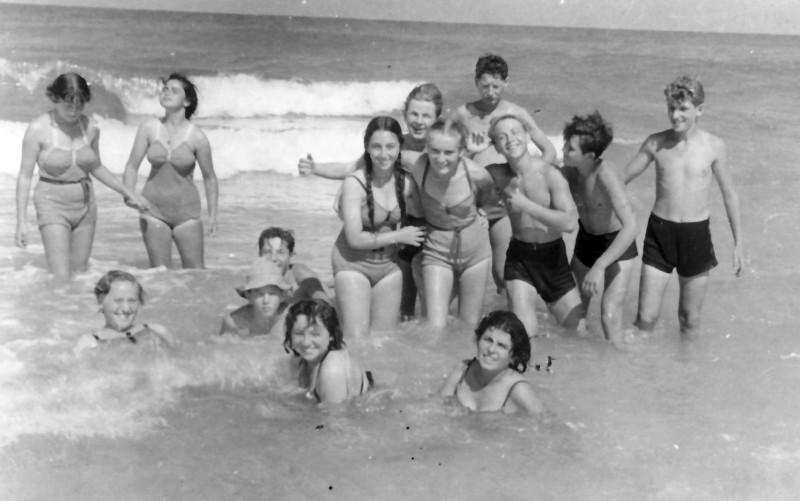 תמונה 12- 335 - קבוצת שלהבת בים - שנות ה-50