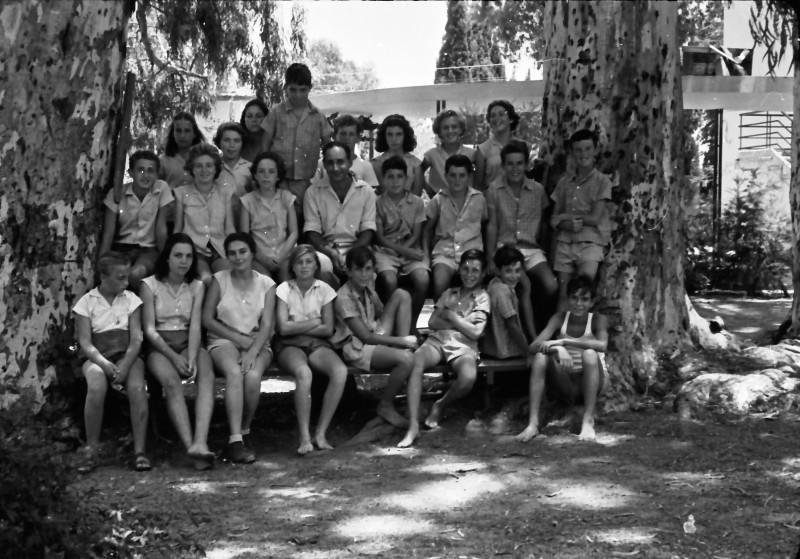 תמונה 3- 521 -גן-שמואל 1957-קבוצת אלון-שמות בסכום