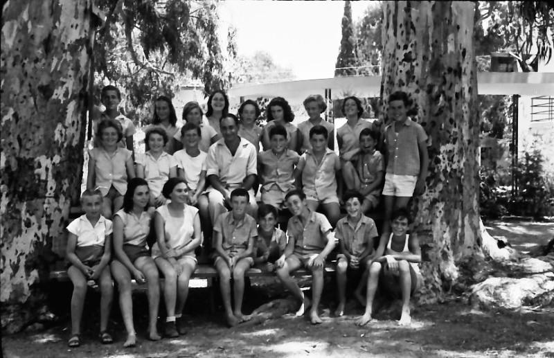 תמונה 4- 521 -גן-שמואל 1957-קבוצת אלון-שמות בסכום