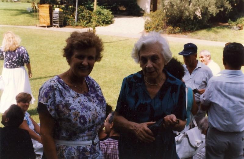 תמונה 4- 146 - בכנס קבוצת ניצנים בגן-שמואל 1989 - שרה שפירא ולושה דיקמן