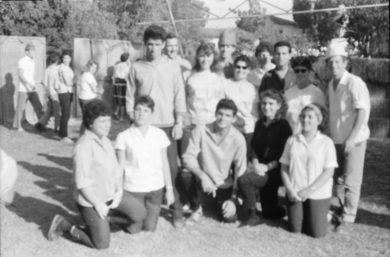 תמונה 27- 1347 -ג'ש 1964-ביכורים-קבוצת רימון-ברוך לוק עמרם גולן יהודית ורטש אורי הדר אודי אדיב