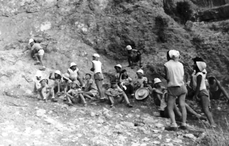 תמונה 4- 346 - קבוצת חבצלת בטיול עם המורה עלה ערמון