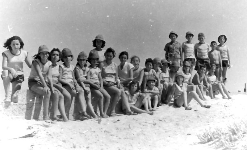 תמונה 8- 346 - קבוצת חבצלת בטיול שנות ה-60