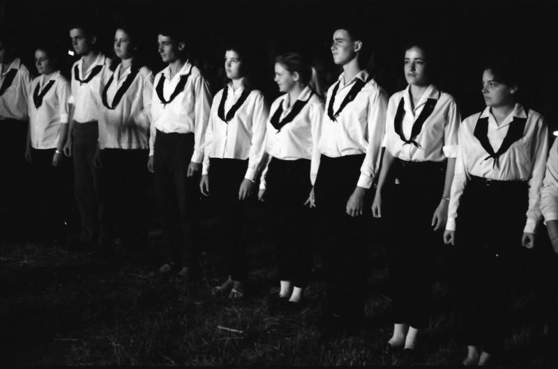תמונה 23- 1266 -ג'ש 1966-קבוצת חבצלת במפקד סיום-לאה (לייקה) גלוברמן יגאל גלילי נעמי יצהר צביקה רוזנצוייג נאוה להבי אורי הדר איה רימון