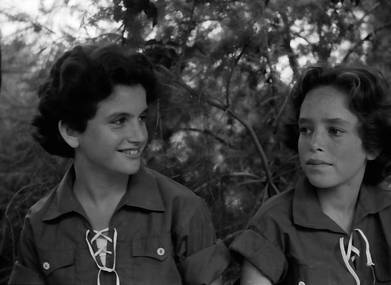 תמונה 8- 525 -גן-שמואל 1957-רחל פלגי עמירה רימון-רוטמן