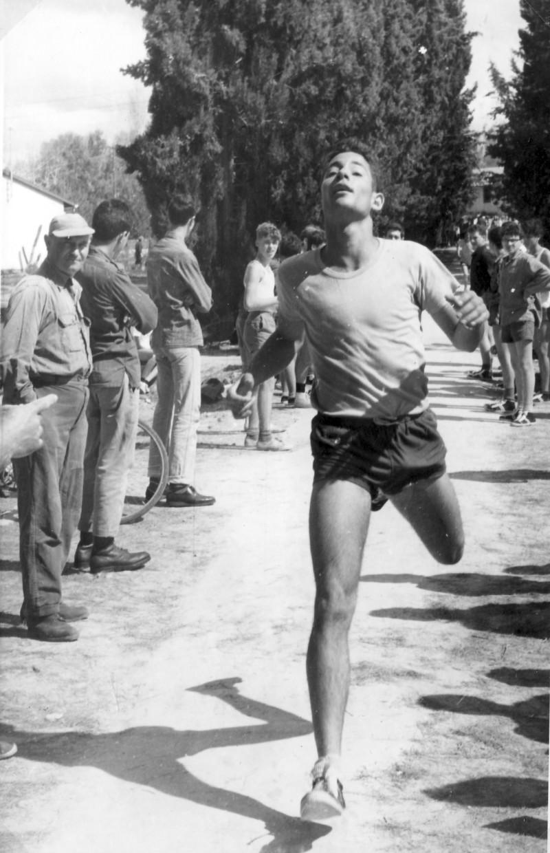 תמונה 20- 966 -ג'ש 1965-6-קב' רקפת-שעור ספורט-שאול שכטמן מטיו שלמון