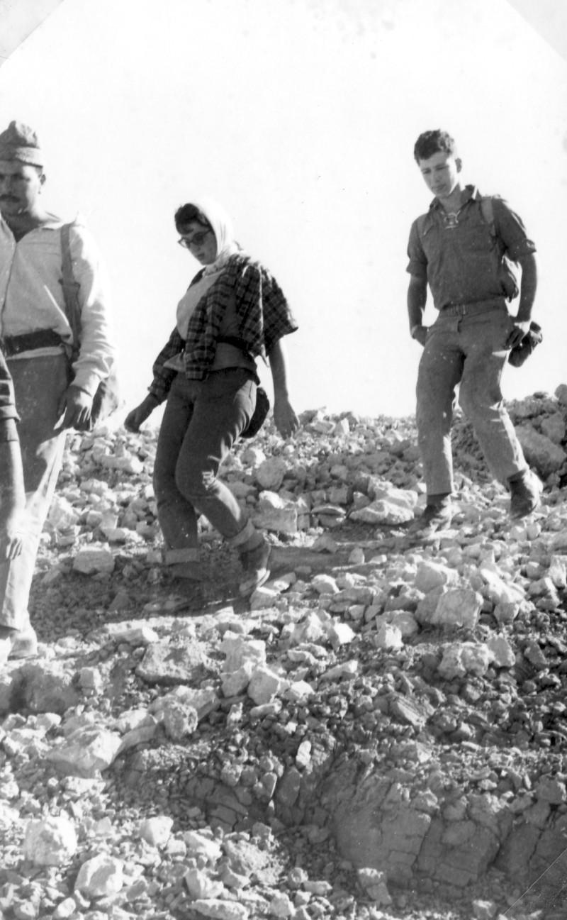תמונה 27- 966 -ג'ש 1965-6-קב' רקפת-בטיול-אהרל'ה ורנר