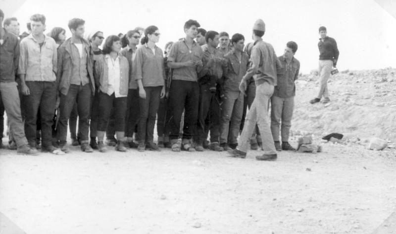 תמונה 30- 966 -ג'ש 1965-6-קב' רקפת-בטיול-במפקד